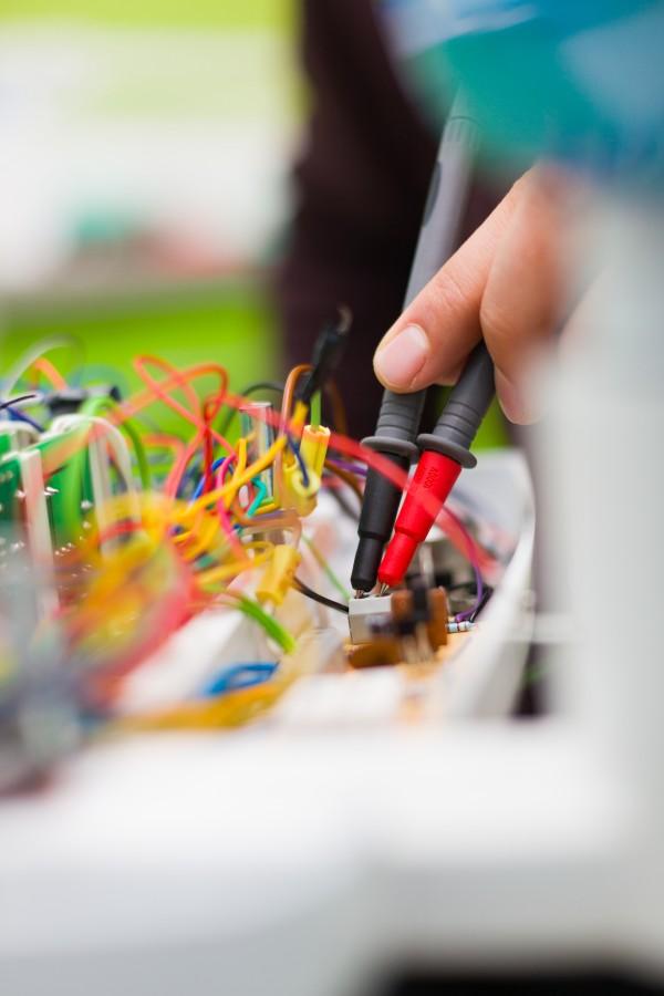 naprawa instalacji elektrycznej przez elektryka